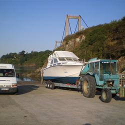 Mise à l'eau à l'aide de la remorque immergeable 3 essieux, 10 mètres, 10 tonnes