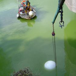 Manutention/ levage de corps mort à l'aide de grue hydraulique et parachute